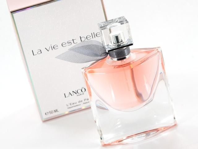coffret la vie est belle de lanc me eau de parfum femmes 50 ml lait de parfum nutritif 50 ml. Black Bedroom Furniture Sets. Home Design Ideas
