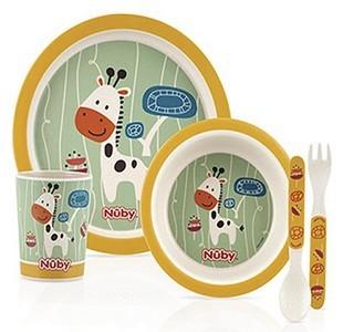 Nûby bamboo feeding set contient 1assiette, 1 bol, 1 tasse, 1 fourchette et 1 cuillère Réf : ID5498
