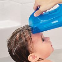 Munchkin Dispositif de rinçage après shampooing rose ou bleu