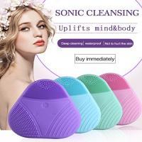 brosse en silicone triangulaire Electrique vibrante sonique de nettoyage pour visage pore